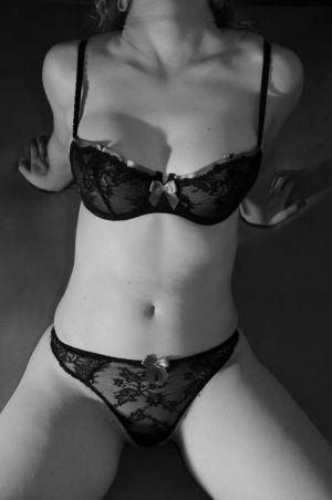 Wir sind jung, attraktiv und neugierig und würden gerne ein Paar für Sex zu viert treffen. Für uns als Paar ist dies Neuland, wir sind jedoch beide sehr offen. Der ideale Mensch für mich Wir würden gerne ein nettes und niveauvolles Paar in unserem Alter kennenlernen, mit dem wir uns gut unterhalten können, und das gerne mit uns neue Erfahrungen zu viert gewinnen möchte.  P.S. Attraktive Frauen und junge bi Männer können sich auch alleine melden